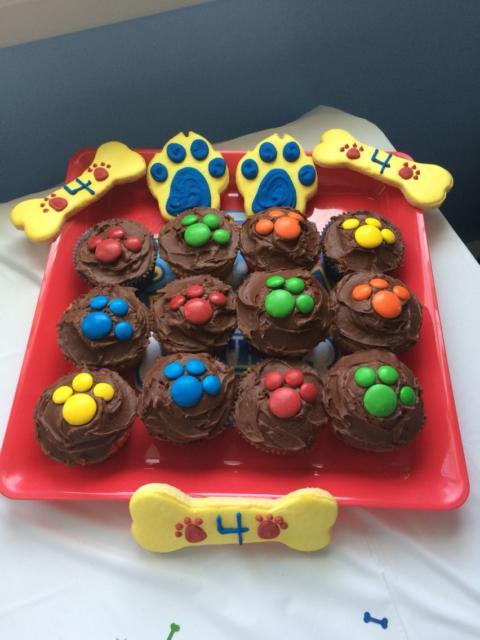Doces Patrulha Canina: cupcake com cobertura de chocolate