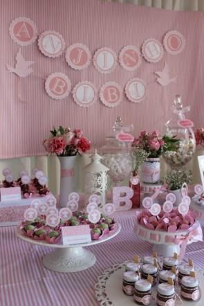 Enfeites rosas para batizado feminino
