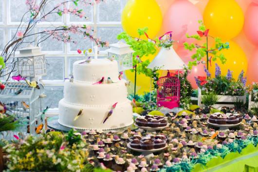 Quer uma festa 'natureza'? Então aposte em borboletas e pássaros