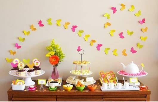 Decore uma parede com borboletas em papel colorido