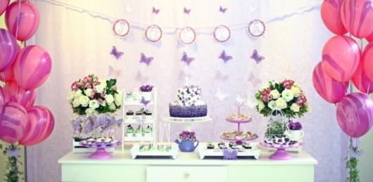 Dica de festa floral com borboletas roxas