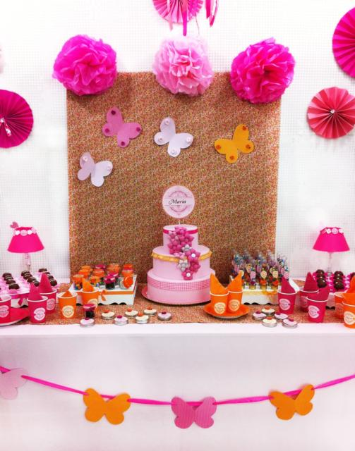 Dica de festa borboletas simples com borboletas e pompons de papel