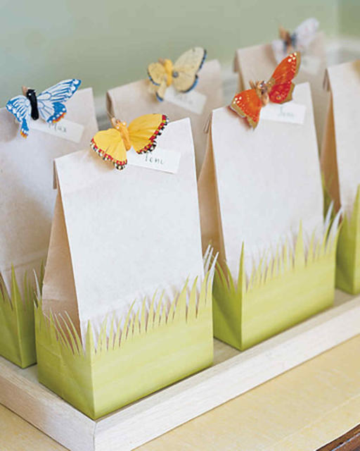Dica de sacolas de papel com enfeite de borboleta