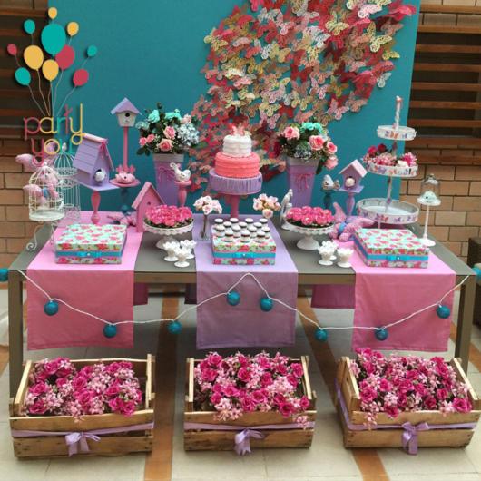 Festa borboletas com flores e decoração rosa e roxo