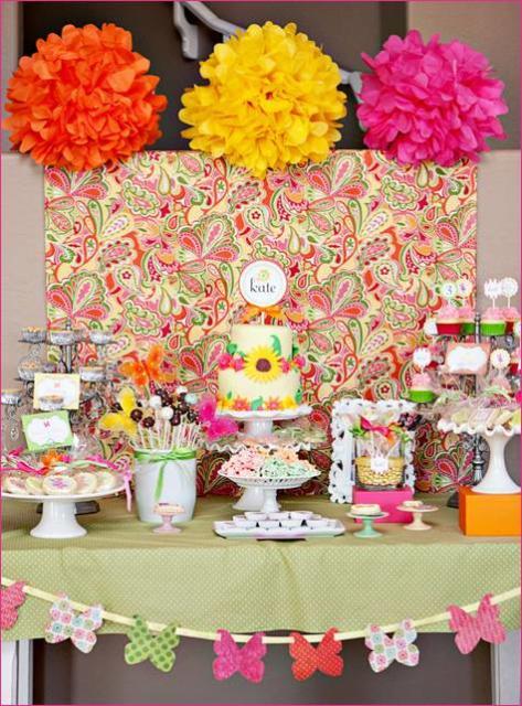 Pompons coloridos ajudam muito a decorar festas infantis