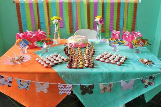 Toalhas coloridas e varais decorados são ótimas sugestões