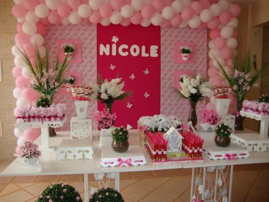 Ideia de festa pink com decoração de borboletas