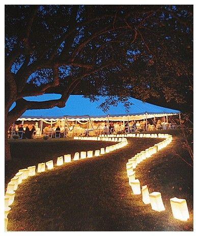 Festa no parque: decoração de casamento com caminho de velas