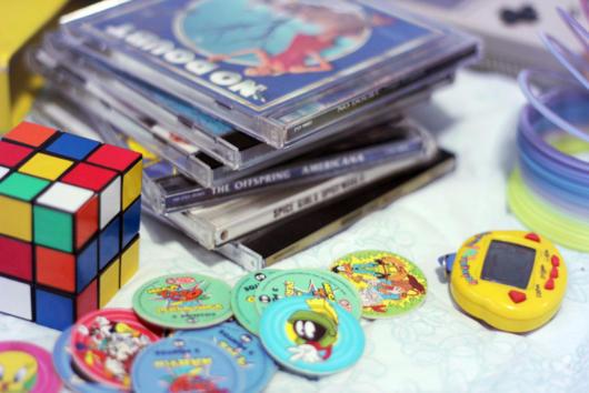 Você pode se inspirar na música, brinquedos e costumes da década de 90, que tal?