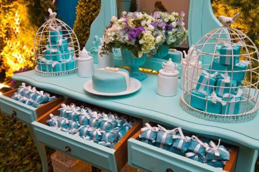 Mesa de 15 anos: Azul Tiffany com flores