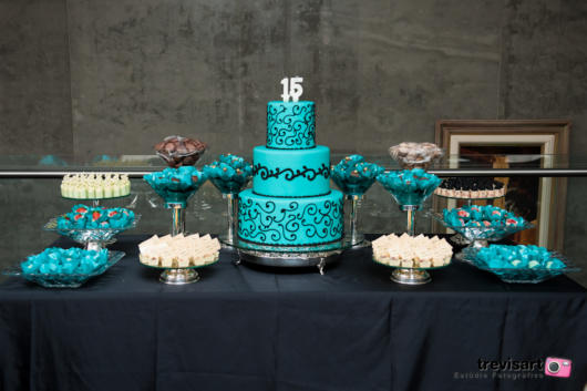Mesa de 15 anos: Azul Tiffany e preto
