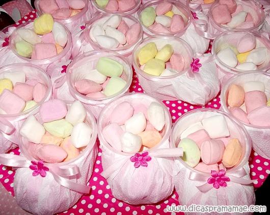 Sapatinho de copo descartável: Em guardanapo rosa