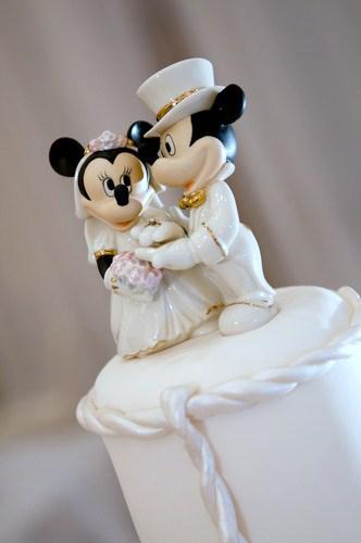 Veja modelo divertido de topo de bolo do Mickey e Minnie de porcelana