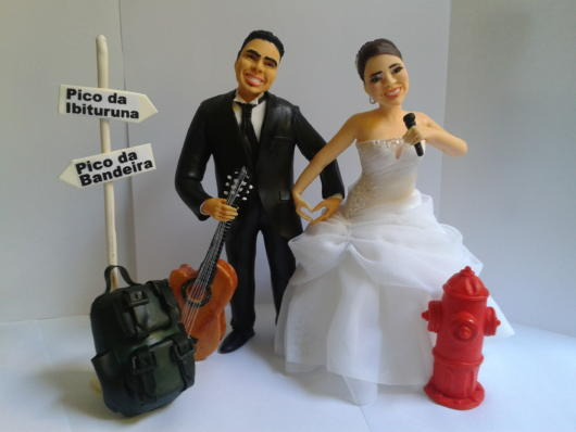 Topo de bolo para noivos artistas