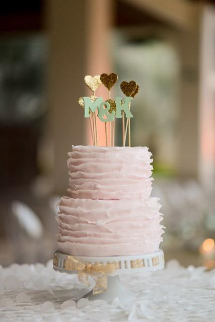 Fuja do padrão dos noivinhos para o topo de seu bolo de casamento