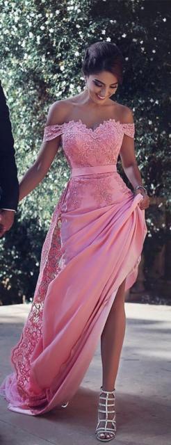 Vestido de renda para festa: Longo rosa