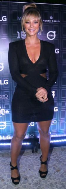 look com vestido preto de manga longa