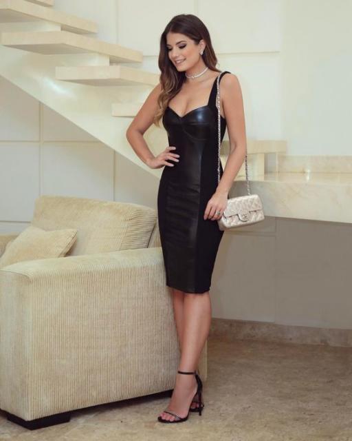 look com vestido tubinho preto