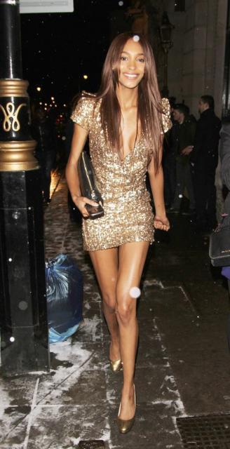 look com vestido dourado