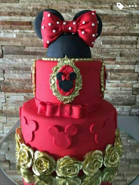 Boo fake da Minnie com as cores vermelho, preto e dourado.