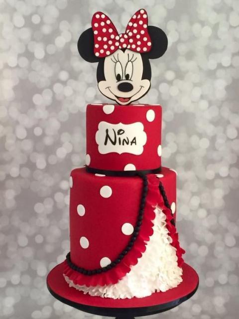Bolo fake da Minnie imitando vestido da personagem.