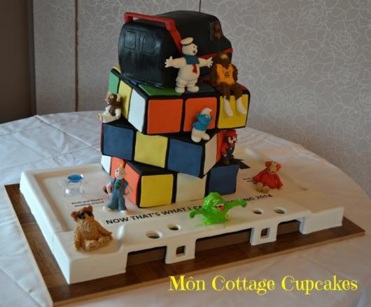 O bolo inspirado no cubo mágico cheio de detalhes e com um topo lindo