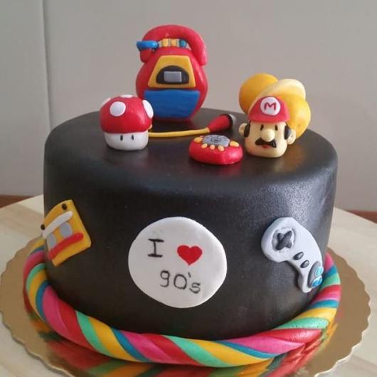 O mini bolo também é uma ótima opção, ainda mais com topos personalizados