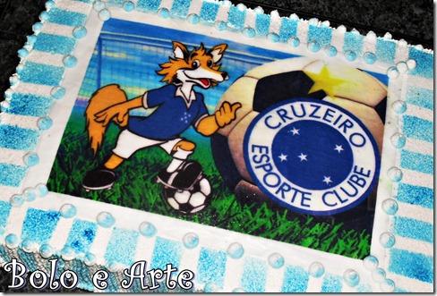 A raposa é o mascote da equipe e uma boa ideia para ornamentar o bolo