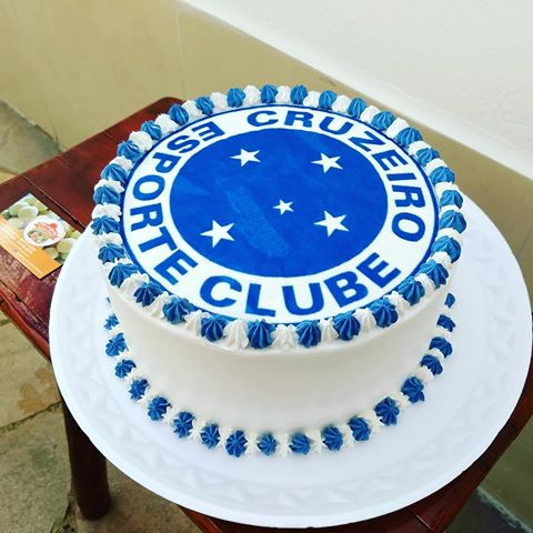 Mini bolo do Cruzeiro com chantilly e papel de arroz