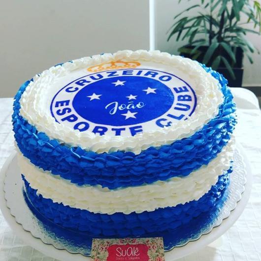 O mini bolo é uma bela opção para comemorações mais íntimas