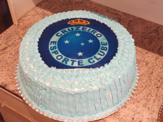 Use diferentes tons de azul para dar o acabamento perfeito ao seu bolo do Cruzeiro