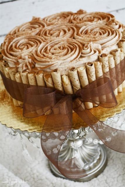 Capriche na decoração do bolo com palitos de sorvete