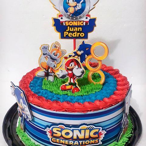 Um bolo temático lindo que nem dá vontade de cortar