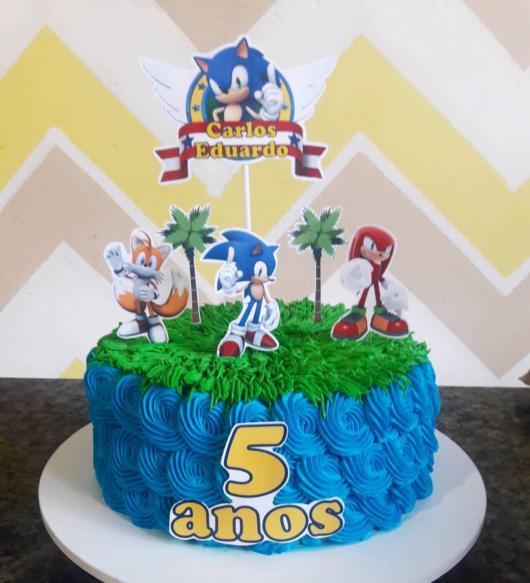 Esse tipo de bolo com chantilly é um hit em festas infantis
