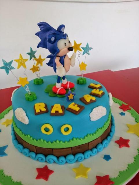 Você pode até usar uma figura de brinquedo do personagem para destacar no topo do seu bolo