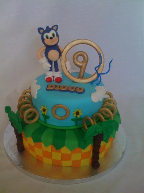Até a idade do aniversariante fica em destaque no anel do Sonic