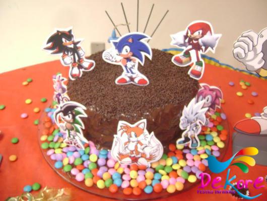 O famoso bolo de chocolate sempre faz muito sucesso em diversas festas