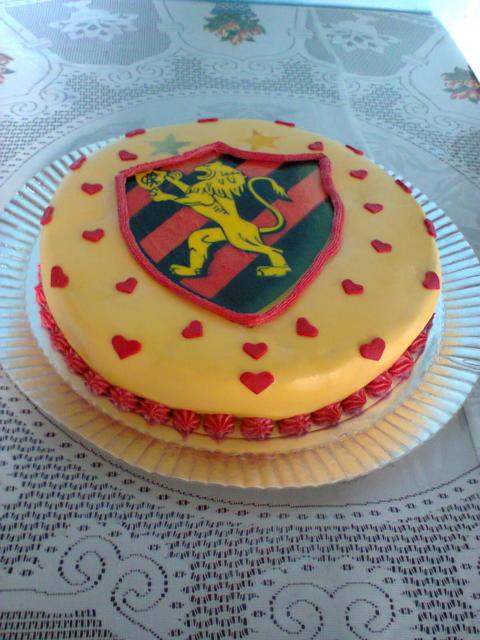 Chantilly nos detalhes nesse bolo de pasta americana