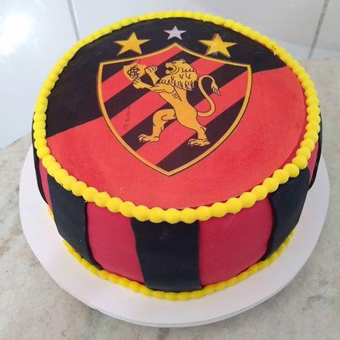 Você pode deixar o escudo do clube em destaque no bolo redondo do Sport