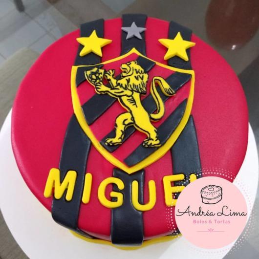 Aproveite e customize o bolo de acordo com o aniversariante
