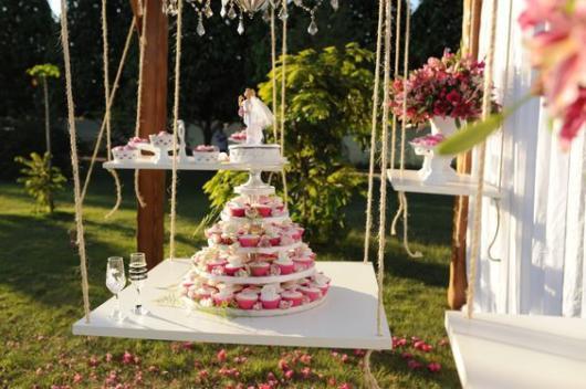 Essa estrutura imita o bolo e é ideal para eventos ao ar livre