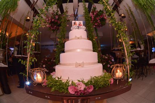 Os bolos devem ter mais de 4 andares para se destacar