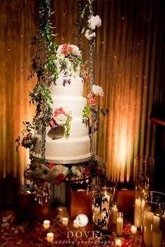 São vários tipos de suporte para diversas versões do bolo suspenso