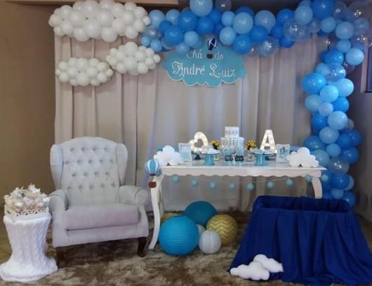 chá de bebê azul e branco