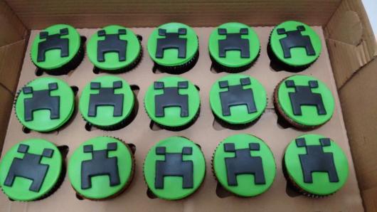Cupcake verde no mesmo estilo do padrão do jogo