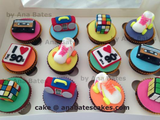 Os cupcakes são belas opções para complementar o bolo, além de agradar os convidados