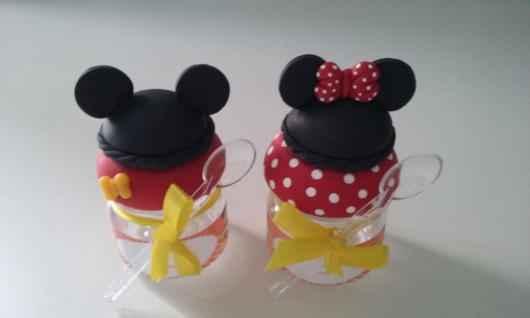 Você pode investir até em um enfeite de mesa do Mickey mais sofisticado