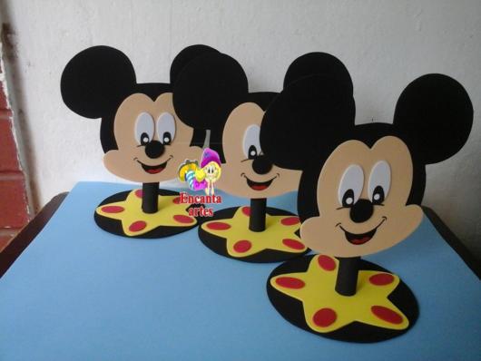 Vários moldes com o rosto do rato mais famoso da Disney