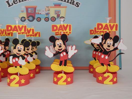 Personalize seu enfeite de mesa do Mickey de acordo com o perfil do aniversariante e a decoração da festa
