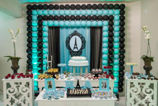 festa azul tiffanny com preto e móveis provençais